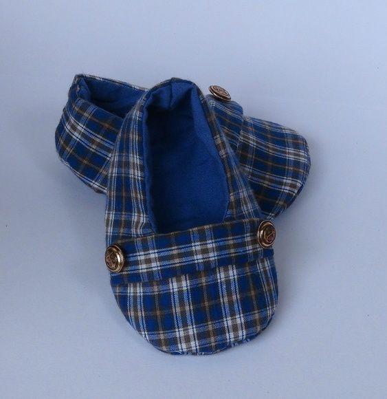 Sapatinho em tecido xadrez com forro liso na cor azul.
