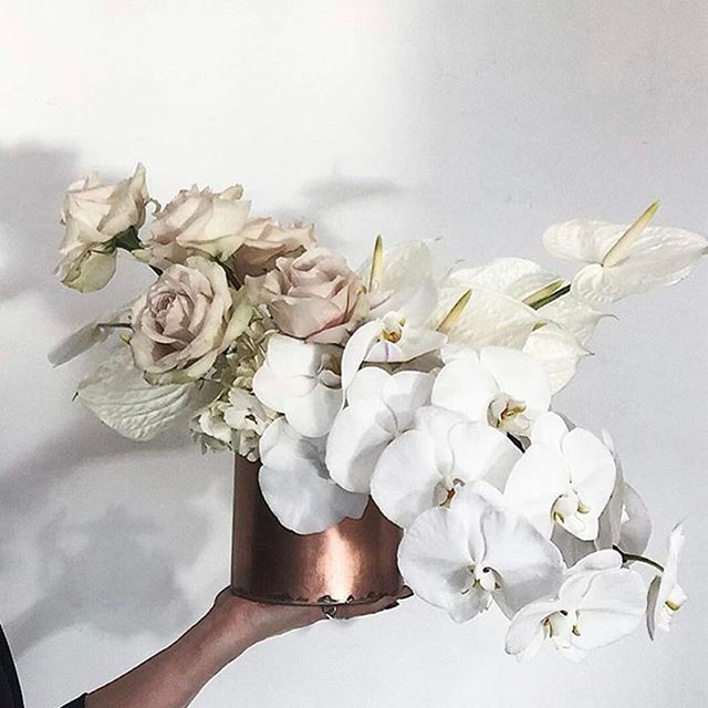 • BLOOMS • Unstructured bouquets by @thestudiobyfleur • #onedaybridal #oneday #chosen #boutquet #flowers #blooms  #bride  #Regram via @onedaybridal