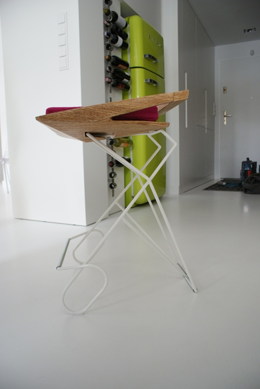 Bar chair Seat out of solid wood, veneered