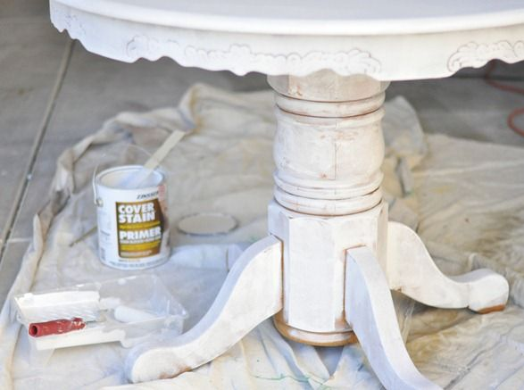 "Censational Girl's ""how-to"" for painting a table.  Here are a couple of tips I want to remember (roll then spray where roller couldn't go and waxes)."