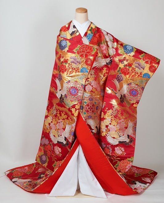 A uchikake (wedding kimono.)