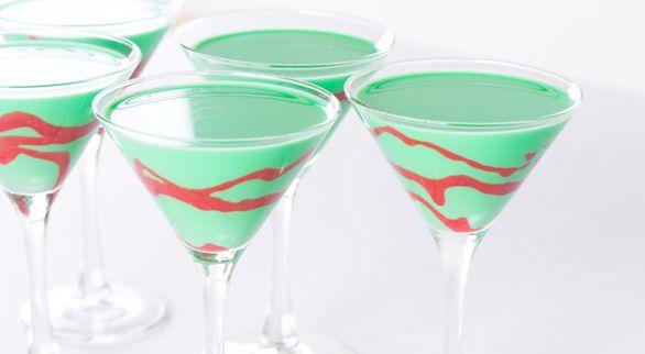 Holiday Grasshopper Cocktail  http://rock-ur-party.tablespoon.com/2011/12/05/holiday-grasshopper-cocktail/