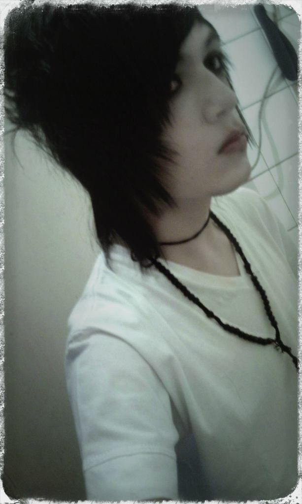 Emo Boys Andy Biersack Knives And Pens