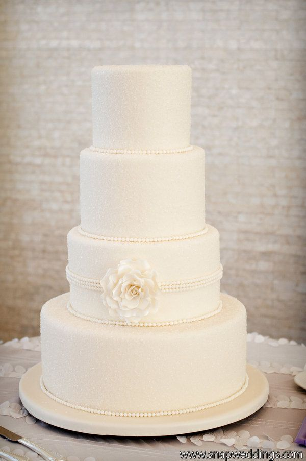 Love the elegant simplicity of this cake design.  Photography by snapri.com/, Flowers by villageartsandflowers.com/
