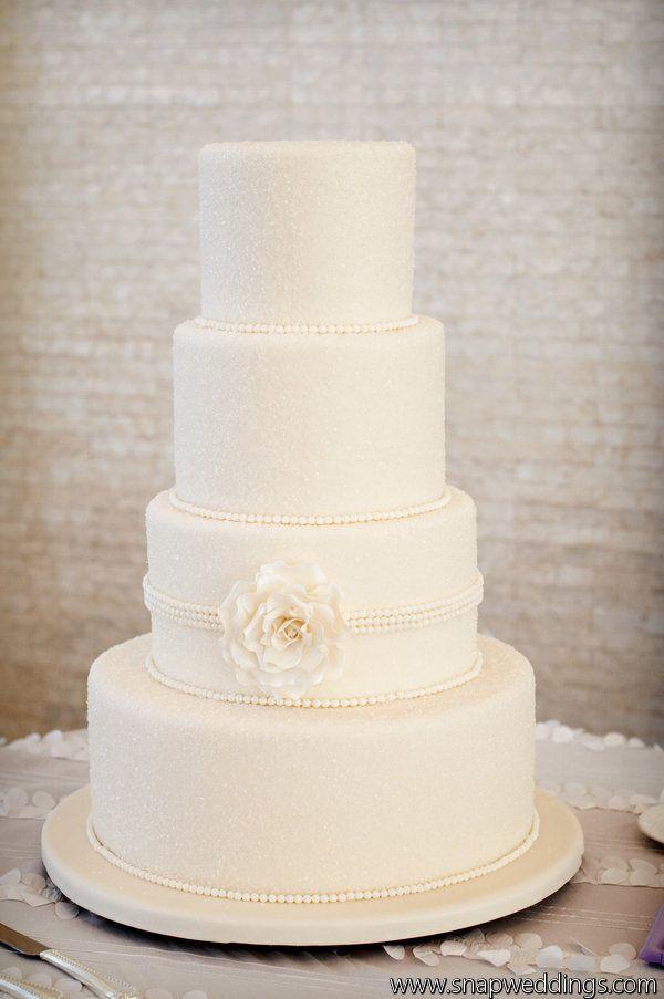 Love the elegant simplicity of this cake design.