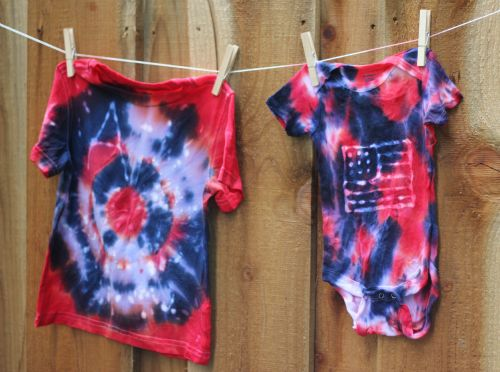 Classic Tie Dye Camp Crafts with A TwistCamps Ideas, Classic Ties, Dyes Batik, Batik Ties Dyed, Ties Dyes, Summer, Camps Crafts, Dyes Camps, Dyes Crafts