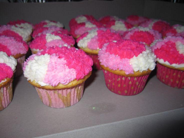 camo cupcakes | Pink camo cupcakes for Alexs cousin Sydneys 7th birthday!!!