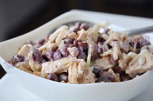 Салат из красной консервированной фасоли легкий и простой рецепт. Куриная грудка с фасолью салат вкусный и очень простой. Консервированная фасоль с курицей салат