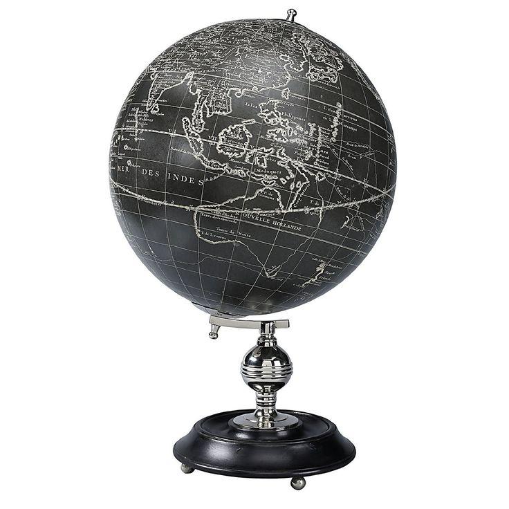 Cadou business - Glob pamantesc - Vaugondy 1745  Glob pamantesc reprezentand o replica dupa cele realizate de catre Robert de Vaugondy, cartograf renumit al inceputului de sec.XVIII in Franta. Stativul de lemn, suportul de alama nichelat si harta aplicata manual creaza o decoratiune speciala, pentru acasa sau birou, amintind de perioada Marilor Exploratori.  Dimensiuni: 32cm x 32cm x 50cm, greutate: aprox. 3kg