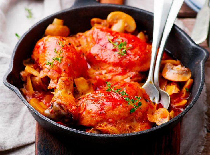 Rețeta pentru puiul Marengo a fost inventată în anul 1800 de Dunand bucătarul lui Napoleon Bonaparte pentru acesta, după victoria obținută defrancezi împotriva austriecilor, în bătălia de la Marengo, nordul Italiei. Înfometat după luptă, Napoleon s-a pus la masă. Dunand neavând nimic gata făcut, a încropit ingredientele de mai jos. Bunătatea de rețetă rezultată l-a …