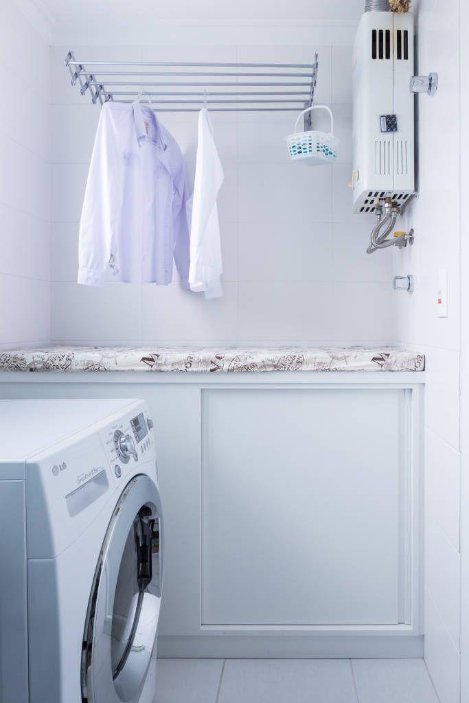 Lavandarias e espaço para roupas! (De Rita Paião - Homify )