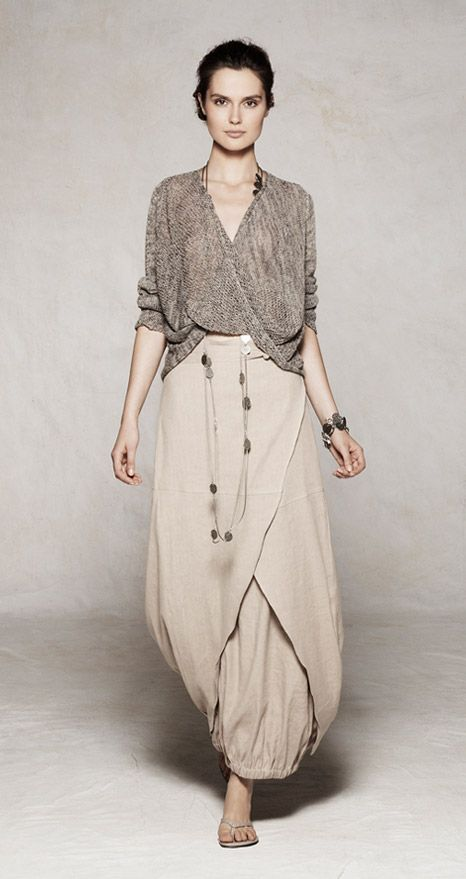 looks like a twist shawl/shirt and lightweight wrap skirt with balloon lining