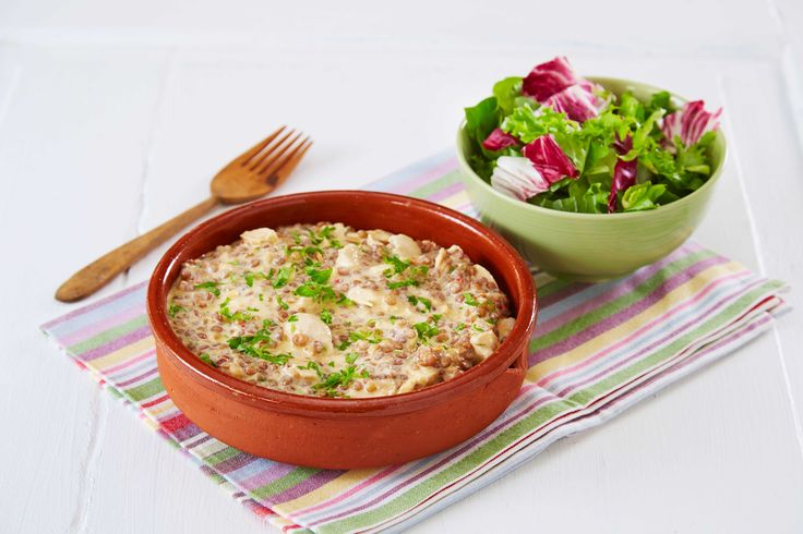 Eksotisk marokkansk kyllinggryte med linser, finhakket persille og sambal oelek.