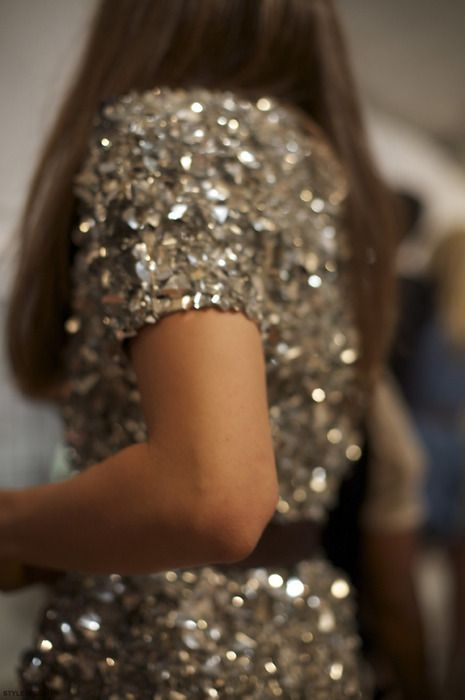 Hollywood Thrills | Glamorous party | glitter dress