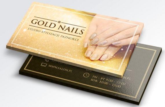 Wzór wizytówki ze zdjęciem paznokci ze złotym brokatowym lakierem