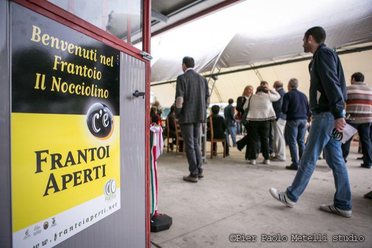 i #frantoi, in #Umbria #Italy,per #FrantoiAperti, sono felici di raccontare la loro storia e dedicarvi del tempo per descrivere il nuovo #olio  www.frantoiaperti.net / www.ilnocciolino.it