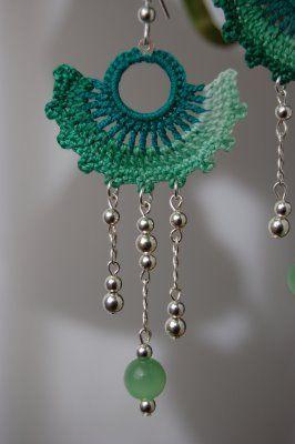 un jardín de hilo: Green Fan Crochet Earrings