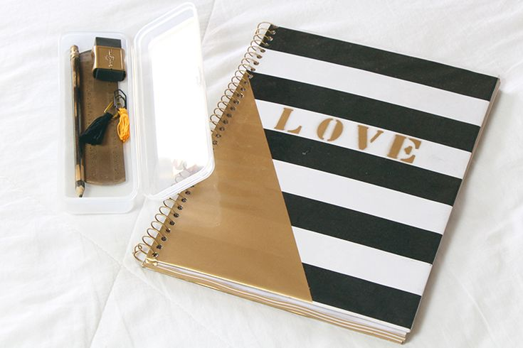 Material escolar glam rock dourado, preto e branco. Caderno estilo e estojo customizado.