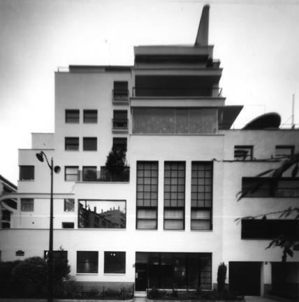 Immeuble Mallet-Stevens, 12 & 10 rue Mallet-Stevens 1927, Paris. (sténopé 4X5 © 2005)
