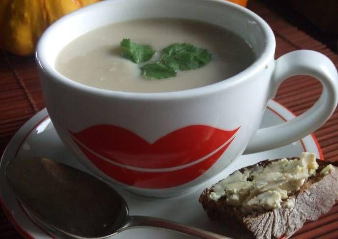 Sopa de nabos y manzanas con queso Stilton. Inglaterra