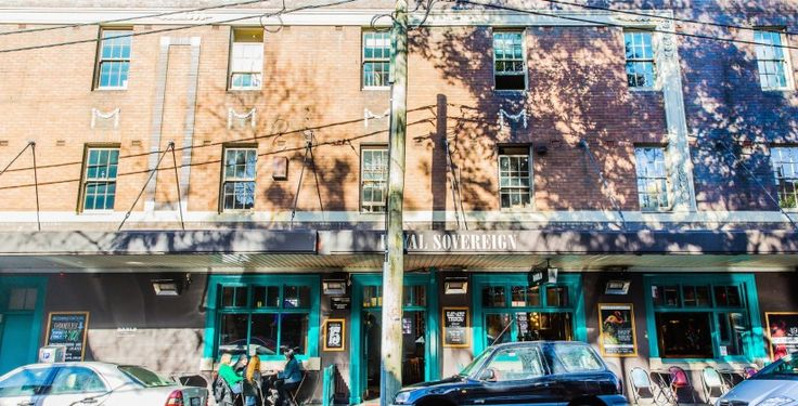 Darlo Bar Pub, Cool newly renovated pub accommodation in the heart of Darlinghurst Sydney. Close to St Vincent's Hospital, Kings Cross, Paddington Markets and Sydney City. Rooms from $99 per night easy book online.