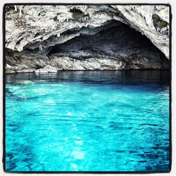 Σπηλιά Παπανικολή (Papanikolis cave) στην πόλη Μεγανήσι
