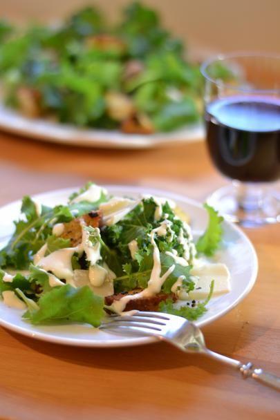 Caesar-salaatti lehtikaalista Kale caesar salad