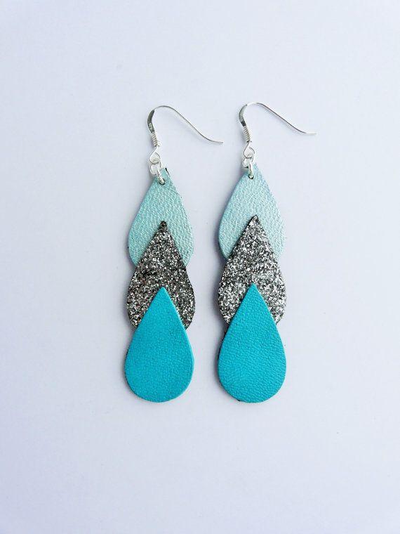 Boucles d'oreilles Ananta cuir et tissu pailleté de forme goutte, argent 925, bleu, vert menthe