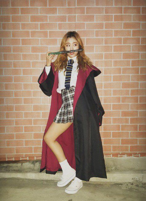 Wheein in Hermione costume
