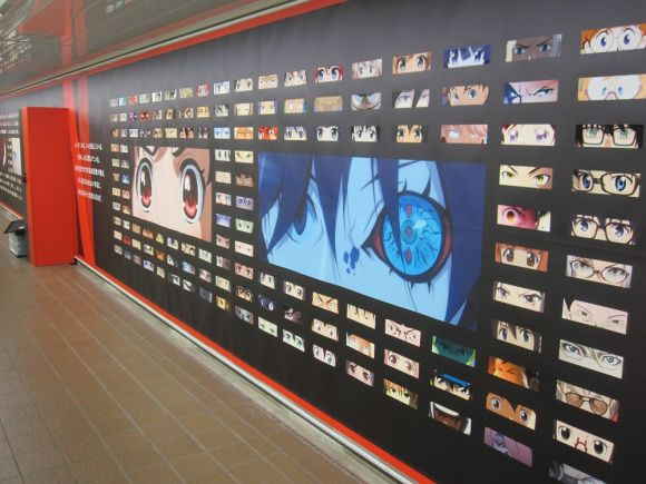 280 sets of anime eyes, representing 89 different series, appeared on the walls of the underground walkway that connects the JR Shinjuku and Tokyo Metro Shinjuku Station! It's Netflix that's behind the artistic endeavor. Anime eyes also grace nearby pillars. Sadly, this ad ended yesterday.  (Source/Photos: ©SoraNews24)