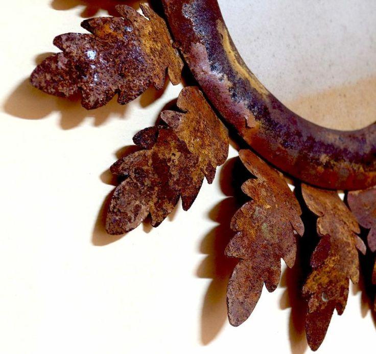 Specchio Sole  Realizzato artigianalmente da una cornice in acciaio armonico (corten) con applicate foglie di acanto. Le foglie sono in lamina ossidata per dare un effetto specchio invecchiato.  #artigianato #madeinitaly #italy #specchio #arezzo #ossidazione #artigianale #eShop