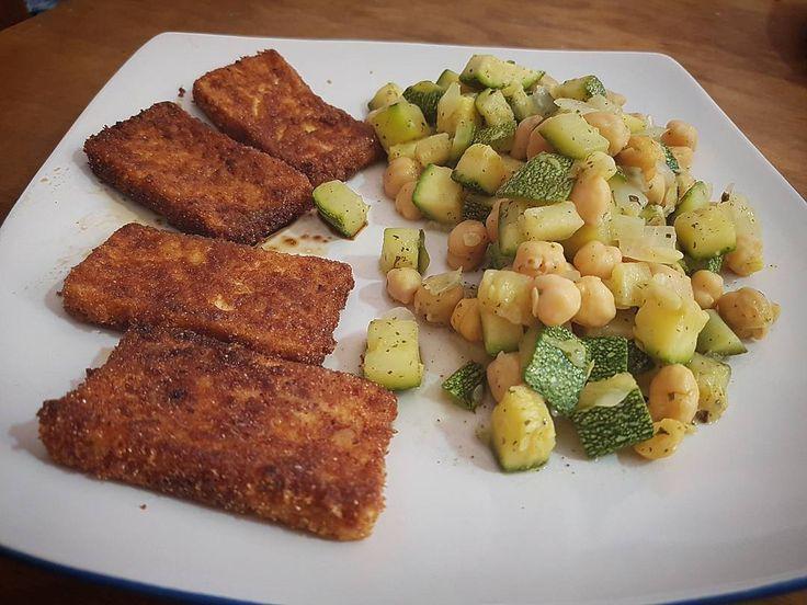 Barritas de tofu empanizadas y zucchine con garbanzos cebolla y curry.  #food #foodporn #vegan #veganfood #veganchefsandro #tofu #zucchine #garbanzos #ceci #yum #instafood #vegetables #veganfood #veganpower #vegansharefood #yummy #amazing #instagood  #madewithloveg #tasty #delish #delicious #eating #foodpic #foodpics #eat #hungry  #foodie
