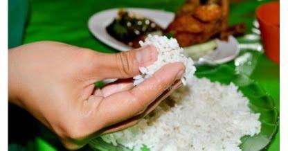 Padahal cara makan tersebut, sangat bermanfaat bagi kesehatan dan merupakan sunnah Rasulullah, sebagaimana hadits :