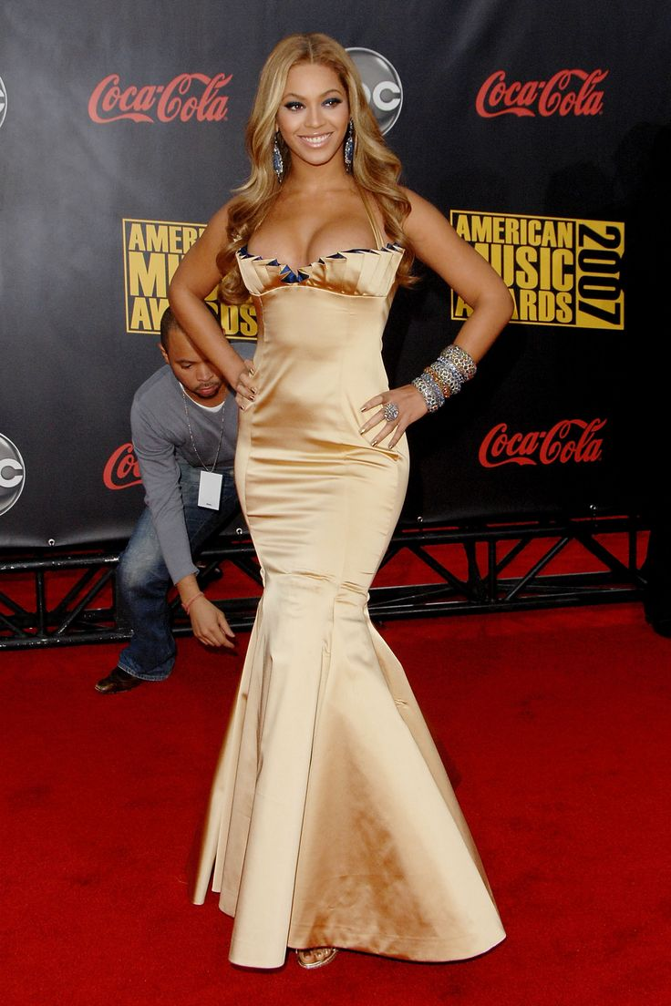 At the American Music Awards, 2007   - HarpersBAZAAR.com