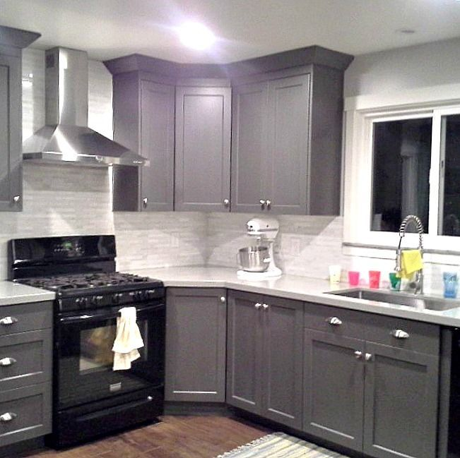 Grey Cabinets   Black Appliances   Silver Hardware   Full Tile Backsplash.  Really Good Example