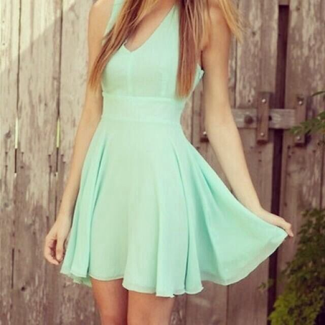 I love this ! I'd love it even more in baby blue or red  Can I have this dress please. #country #summer #outfit #dress #dresses #floral #babyblue #countryoutfit #countryoutfits #coutrygirl #countrygirls #girl #country #pretty #fancy