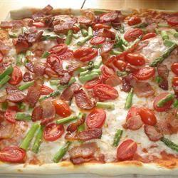 Pizza met asperges, geitenkaas en spek