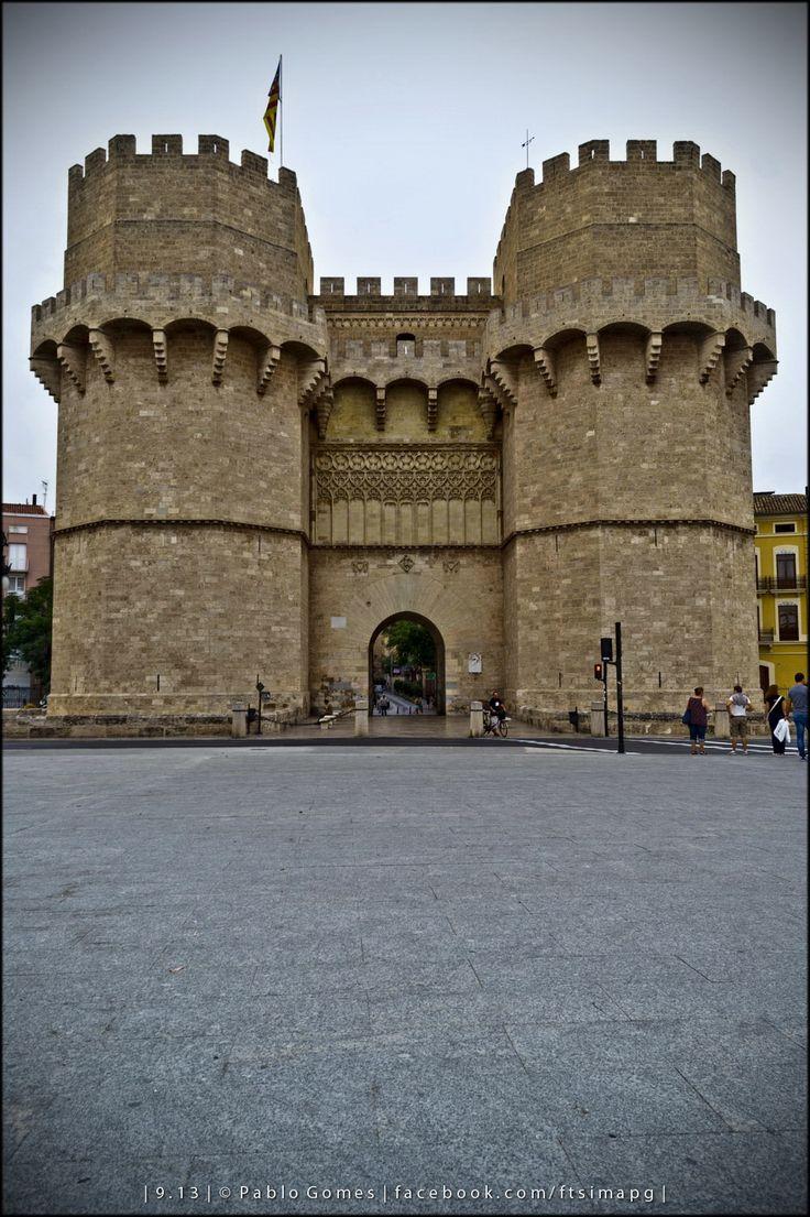 Torres de Serranos / Serranos towers [2013 - Valencia - Espanha / España / Spain] #fotografia #fotografias #photography #foto #fotos #photo #photos #local #locais #locals #cidade #cidades #ciudad #ciudades #city #cities #europa #europe #turismo #tourism #arquitectura #architecture