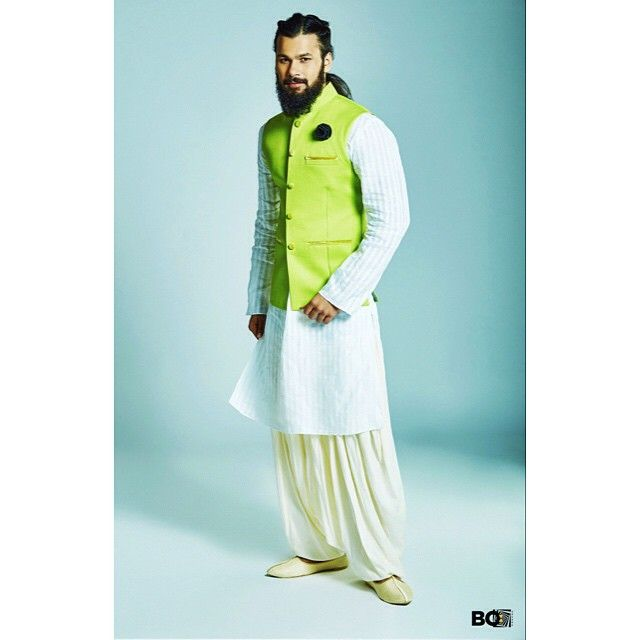 Day weddings can leave you staring at your wardrobe for easy yet rich outfits. A pop lime green linen bandi, like this one, paired with a white kurta and patiala can make you the Indian wedding star! Don't miss the leather rose lapel pin.  #fluroscent #pop #limegreen #green #linen #bandi #jacket #patialia #leather #rose #lapelpin #lapel #ootd #bosquare #bespoke #store #mumbai #edgy #dapper #style #suave #instafashion #instastyle #fashion #menswear #mensstyle #mensfashion #apparels…
