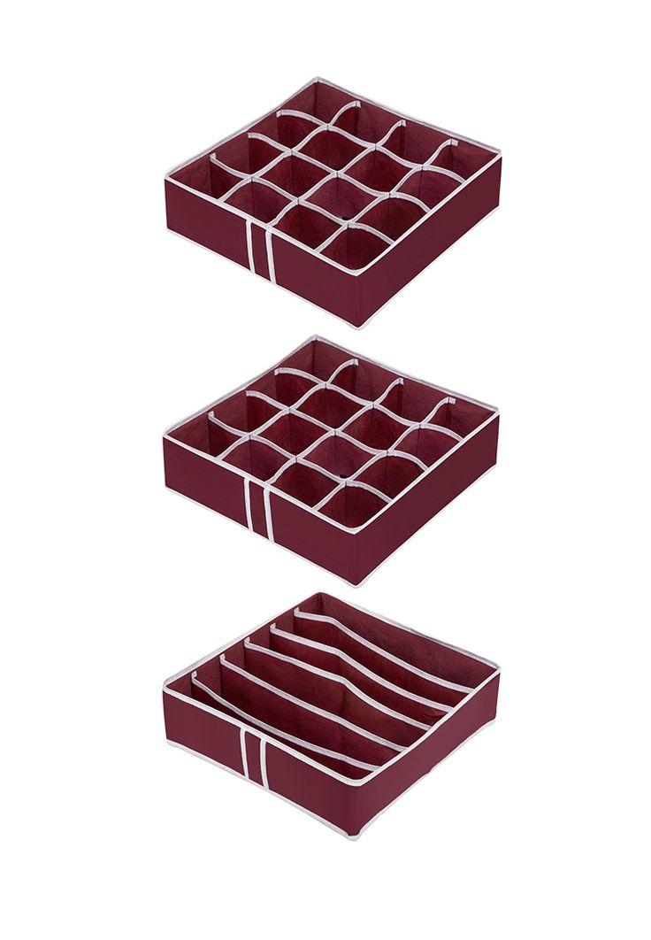 Комплект состоит из 3-х органайзеров размерами 31х31х11см. Предназначен для хранения носков, галстук