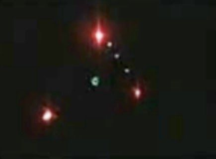 Watch this UFO footage - Opinions please... This one seems really the deal.