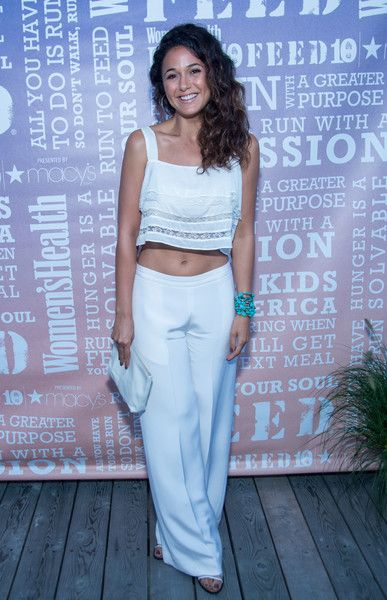 Emmanuelle Chriqui Leather Clutch - Emmanuelle Chriqui rounded out her all-white ensemble with a simple leather clutch.