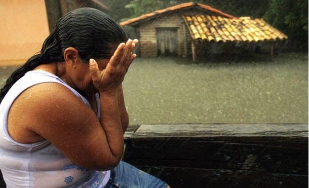 """Las Farc """"Les sacaron vivos sus hijos de las barrigas"""": Victima Genocidio de indígenas por parte de las #FARC. http://bit.ly/2y1acBU ."""