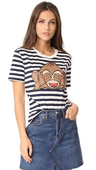 Get this Paul & Joe Sister's striped shirt now! Click for more details. Worldwide shipping. Paul & Joe Sister x Emoji Movie Monkey T-Shirt: This loose Emoji Movie x Paul & Joe Sister top has a striped jersey front panel with a monkey graphic. The woven back panel has shadow stripes and gathers along the horizontal seam. Short sleeves. Fabric: Jersey / voile. 100% cotton. Wash cold. Made in Portugal. Measurements Length: 23.5in / 60cm, from shoulder Measurements from size 1 (camisa de rayas…