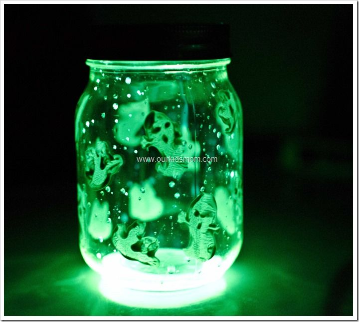 These spooky glow jars are easy and fun to make for  Halloween!