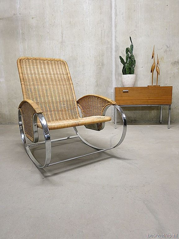 Vintage design Italian chrome tubular & wicker rocking chair, rotan & chrome schommelstoel Italiaans vintage design