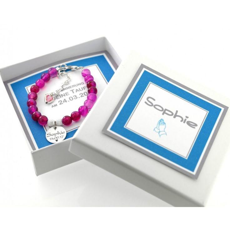 Ein wunderschönes Armband mit pinken Perlen und einem Namensplättchen auf dem Ihr Wunschname oder Wunschtext graviert wird.