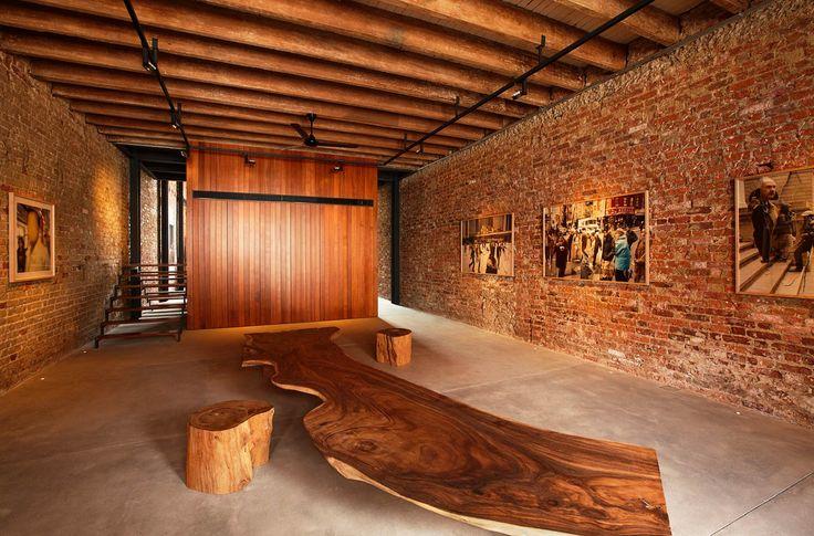 Дизайн частного дома от студии CHANG Architects https://vk.com/faqindecor?w=wall-69527163_621 #FAQinDecor #design #decor #architecture