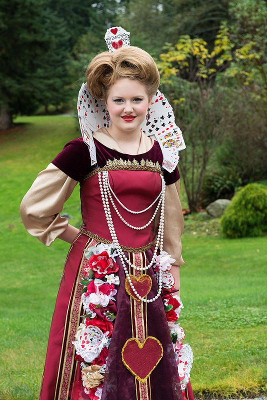 the queen of hearts halloween costume with playing card. Black Bedroom Furniture Sets. Home Design Ideas