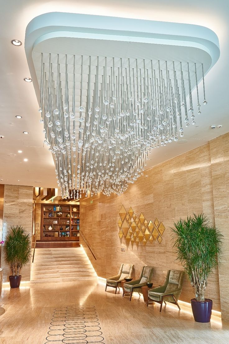 The decorative light fixtures in the lobby and the restaurant are made up of crystal cut balls, which, as a component, are traditionally featured in classical light fixtures. Hanging from smooth silver rods, they form effective clusters that are modern in style: a sparkling wave spanning 15 square metres that, despite its size, creates an impression of absolute lightness, and a crystal rain that descends on the heads of B&B Restaurant's guests.